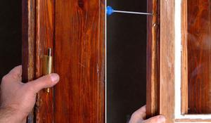 KROK XII - Mocowanie zawiasu w ramie okiennej